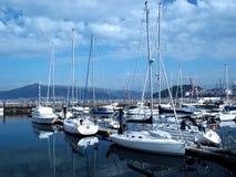 Boten in de haven van Vigo stock foto
