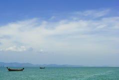 Boten in de oceaan Stock Foto