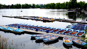 Boten in de Rivierlandschap van Donau Stock Afbeelding