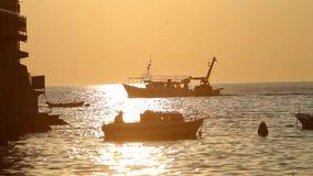Boten die in Adriatische overzees varen stock videobeelden