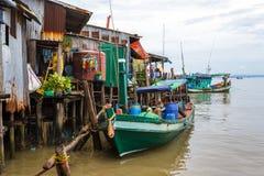 Boten in een Cambodjaans visserijdorp in Sihanoukville Royalty-vrije Stock Foto