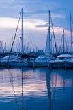 Boten in een haven Stock Foto's