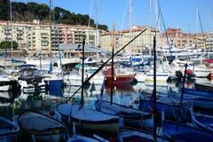 Boten en jachten in de haven van Nice worden vastgelegd dat Royalty-vrije Stock Foto