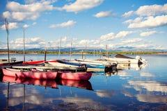 Boten en kano's Royalty-vrije Stock Afbeeldingen