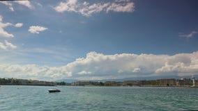 Boten en Meerverkeer op het Meer van Genève in Zwitserland stock videobeelden