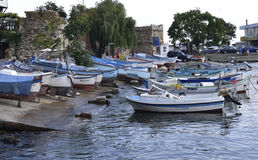 Boten en schepen in haven Stock Afbeeldingen