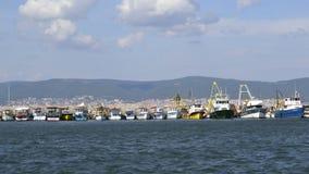 Boten en schepen in haven Stock Foto