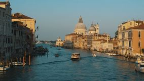 Boten in Grand Canal stock video