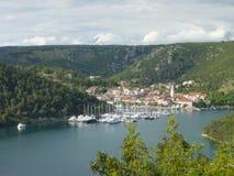 Boten in haven Sibenik, Kroatië Royalty-vrije Stock Afbeeldingen