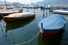 Boten in jachthaven in Iseo, Lombardije, Italië Stock Afbeeldingen