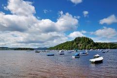 Boten in Loch Lommond, Schotland Stock Afbeelding