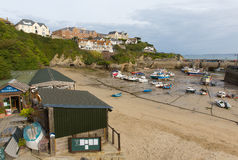 Boten in Newquay-haven Noord-Cornwall Van Cornwall Engeland het UK Stock Afbeeldingen