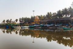 Boten op de kust van Goa Stock Foto