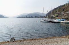 Boten op de kust van Lago-Di Lugano, Zwitserland Stock Foto's