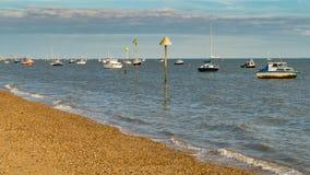 Boten op de kust van de Rivier Theems Royalty-vrije Stock Afbeelding