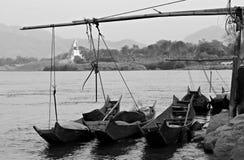 Boten op de machtige Mekong Rivier, Thailand en Laos Stock Foto