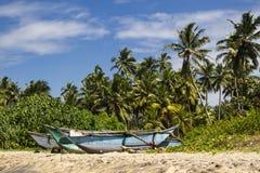 Boten op een strand Stock Afbeelding