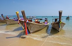 Boten op het Ao Nang strand Stock Foto