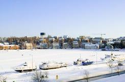 Boten op het bevroren meer Saima. Lappeenranta stock foto