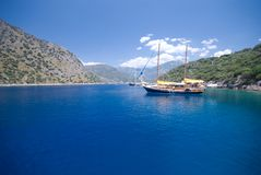 Boten op het Middellandse-Zeegebied stock afbeeldingen