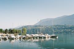 Boten op Meer Levico, Trento worden vastgelegd die Royalty-vrije Stock Fotografie