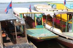 Boten op meer Tonle Stock Afbeelding
