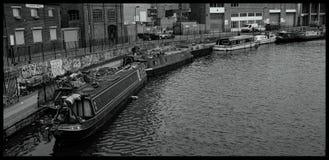 Boten op Regent` s Kanaal worden vastgelegd Londen dat stock afbeelding