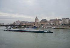 Boten op Zegen en Institut de France, Parijs Royalty-vrije Stock Afbeeldingen