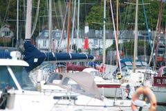 Boten op zonnige dag in Lymington-haven royalty-vrije stock afbeelding