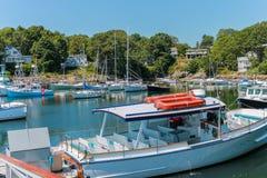 Boten in Perkins Cove, Ogunquit, Maine worden verankerd dat royalty-vrije stock fotografie