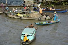 Boten in Phong Dien Floating Market royalty-vrije stock foto