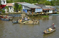 Boten in Phong Dien Floating Market stock fotografie