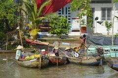 Boten in Phong Dien Floating Market royalty-vrije stock afbeelding