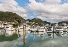 Boten in Picton-jachthaven, Nieuw Zeeland worden vastgelegd dat royalty-vrije stock afbeeldingen