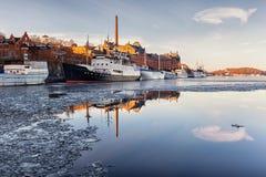 Boten in Stockholm in de winter Royalty-vrije Stock Foto