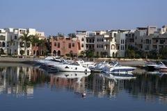 Boten in Tala BayBoats in de Tala Baai. Golf van Aqaba, Jordanië. Royalty-vrije Stock Foto's