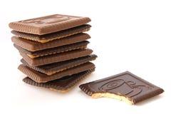 Boter koekjes die met gebeten chocolade één worden behandeld Stock Afbeeldingen