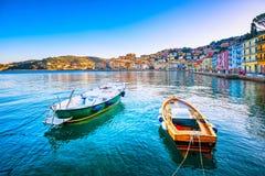 Botes de madeira na frente marítima de Porto Santo Stefano Argentario, imagem de stock