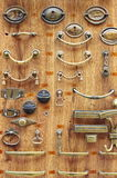 Botões de porta de bronze e de bronze Fotografia de Stock