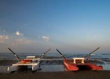 Botes de salvamento de la playa de la arena Foto de archivo