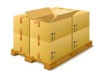 Boîtes en carton sur une palette en stock. Photographie stock libre de droits