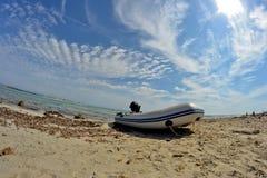 Botes en la playa Fotografía de archivo libre de regalías
