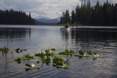 Botes pequeños en el lago Imagenes de archivo