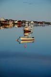 Botes pequeños en la luz de la tarde Foto de archivo libre de regalías
