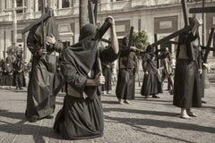 Botfärdig med hans arga heliga vecka i Seville Nazarenebrödraskap av studenter Royaltyfri Bild