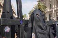 Botfärdig med hans arga heliga vecka i Seville Nazarenebrödraskap av studenter Arkivfoto