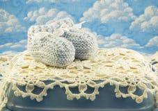 Botines Crocheted azules del bebé fotografía de archivo libre de regalías