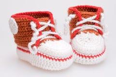 Botines Crocheted para un muchacho fotografía de archivo libre de regalías