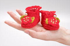 Botines Crocheted para una muchacha Imagen de archivo libre de regalías