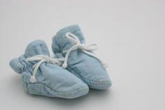 Botines del bebé azul Fotos de archivo